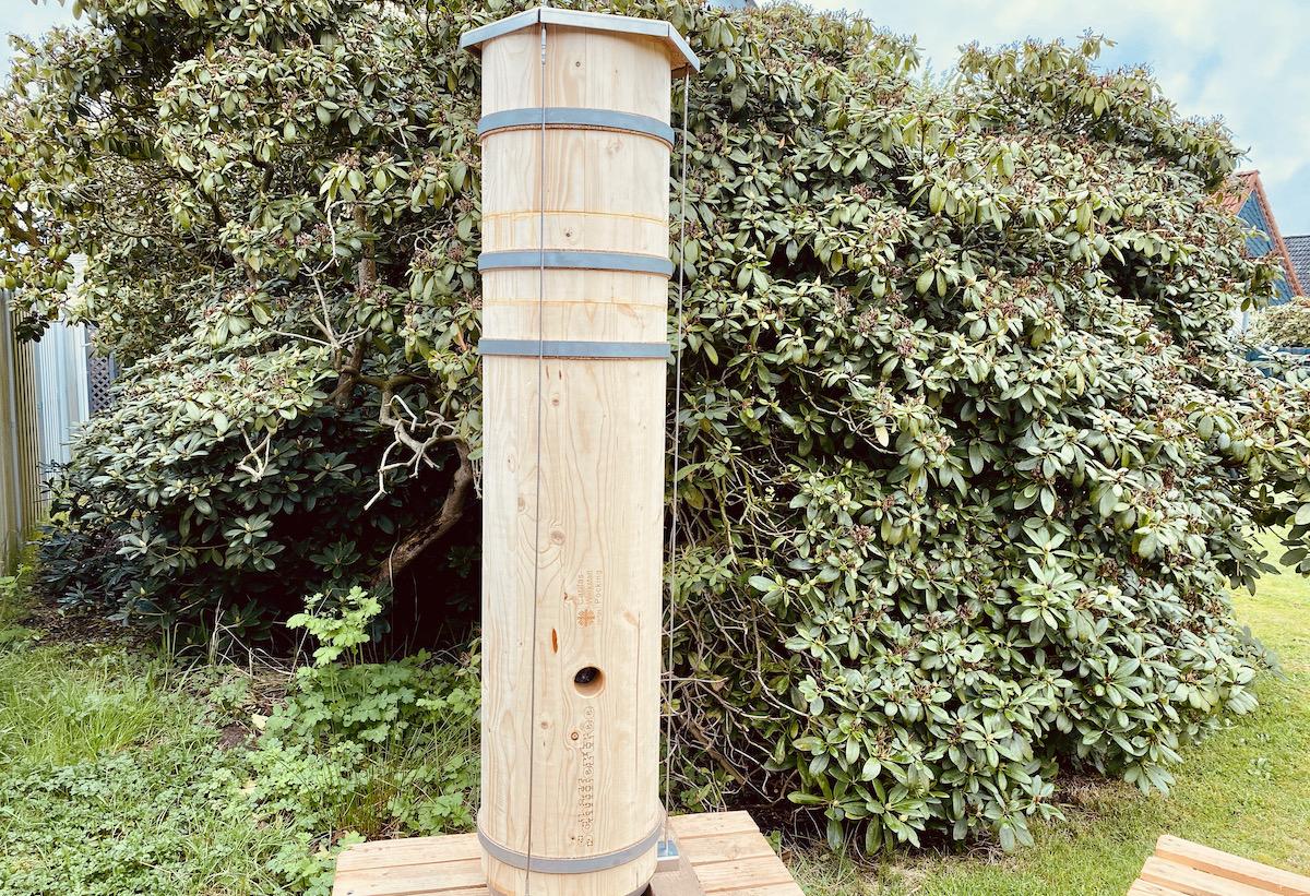Artgerechte Wildtierbehausung für Honigbienen - Schiffertree auf einer Holzpalette